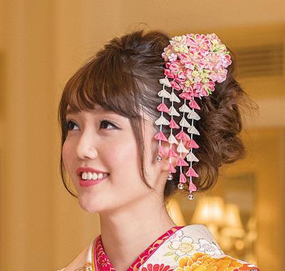 成人式の髪型・髪飾り 日本中の人気髪飾り700点とヘアスタイル